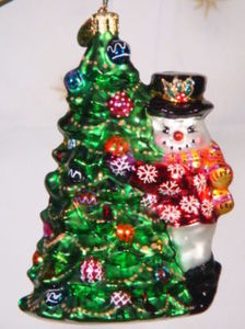 RADKO 3010828 SPRUCED UP SNOWMAN - SNOWMAN STANDING BESIDE TREE - RETIRED ORNAMENT (QQ)