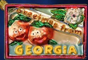 RADKO 1013351 PEACHY POST - GEORGIA POSTCARD - RETIRED ORNAMENT (V)