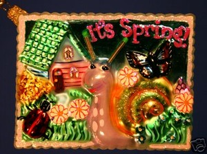 RADKO 1012955 SNAIL EXPRESS - SPRING POSTCARD - RETIRED ORNAMENT (R)