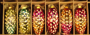 RADKO 4017940 SHINY BRITE - SIGNATURE PINE CONES - RETIRED ORNAMENTS