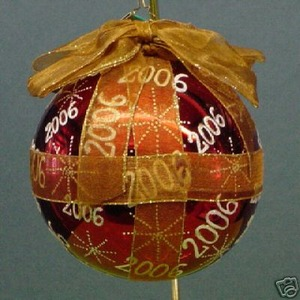 RADKO 1012917 WRAPPIN' UP SIX - DATED 2006 - RETIRED ORNAMENT (KK)